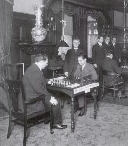 1918 Capa y Ari cortada 001